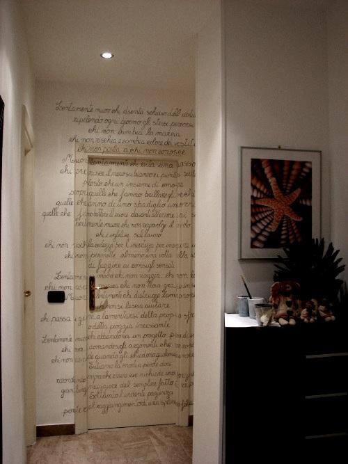 "alt=""frasi e testi su muro"""